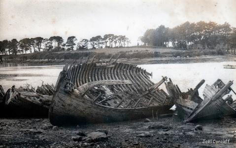 """Résultat de recherche d'images pour """"vieux bateau sur un banc de sable"""""""